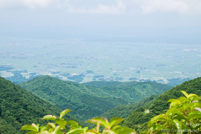 雄国沼湿原から見る会津盆地