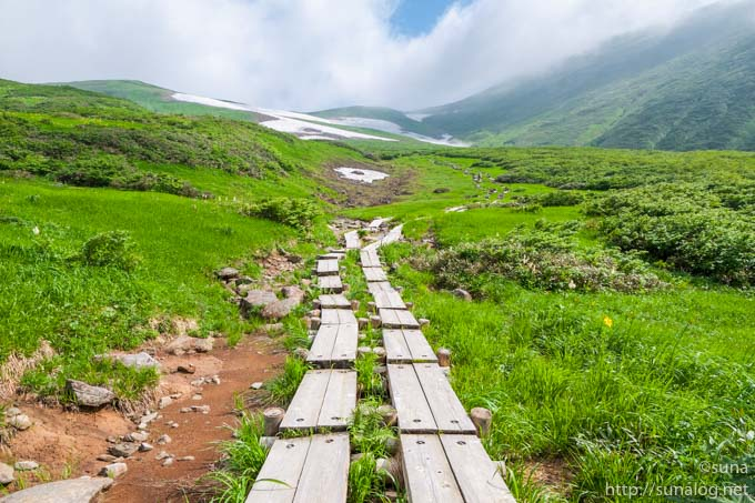 月山登山道の木道