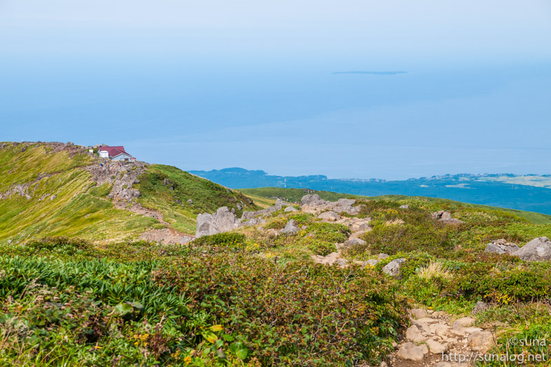 御浜小屋と日本海