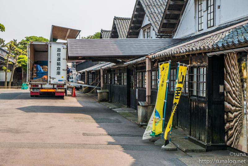 今も使用されている山居倉庫