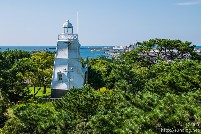 灯台と日本海