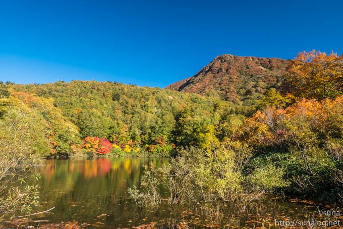 片貝沼と三宝荒神山の紅葉