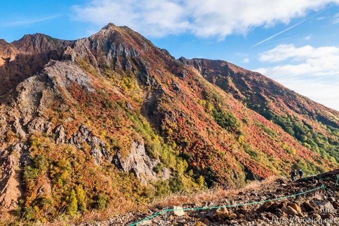 紅葉する朝日岳