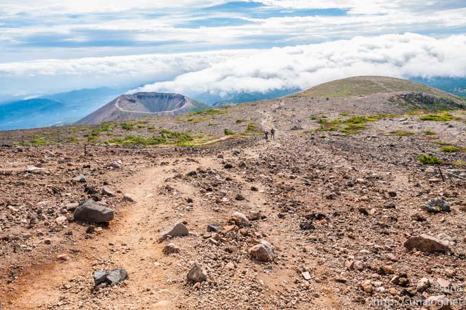 一切経山の登山道からの景色