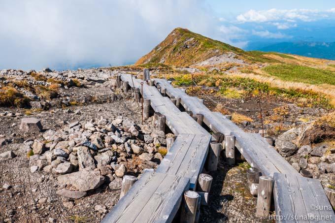 登山道の木道