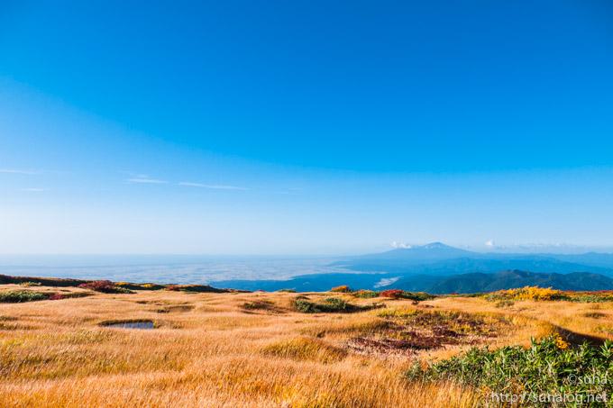 月山弥陀ヶ原から望む鳥海山
