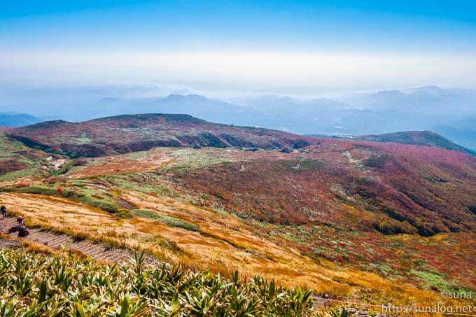 見頃終盤の栗駒山山頂の紅葉