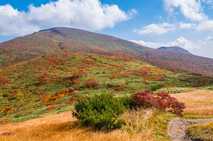 天馬尾根コースから見る栗駒山