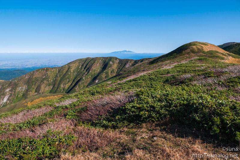 姥ヶ岳から見る鳥海山