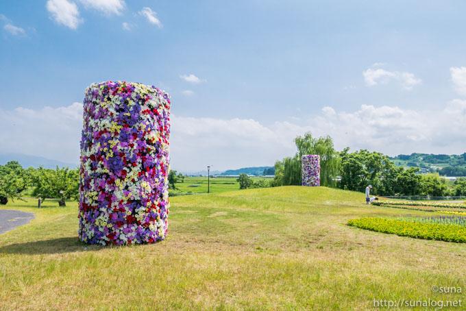 花のでっかい円柱
