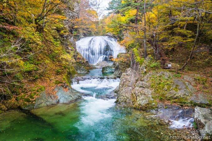 紅葉と関谷大滝