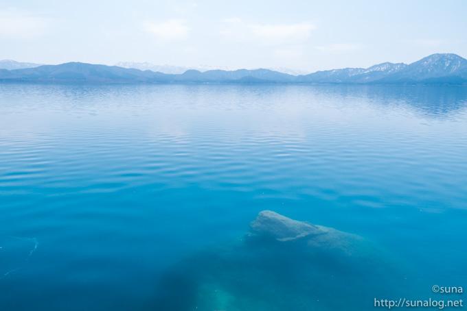 御座石神社前の田沢湖