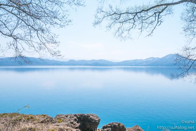 深い瑠璃色の田沢湖