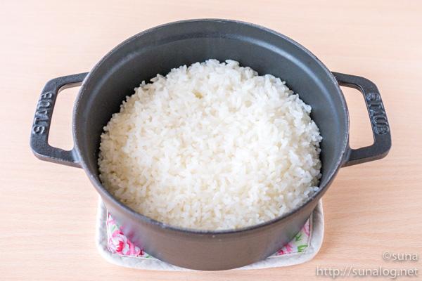 ストウブ鍋で炊飯した新米の金芽米